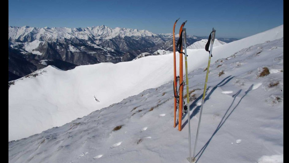 Summit of the peak of Girentés in winter