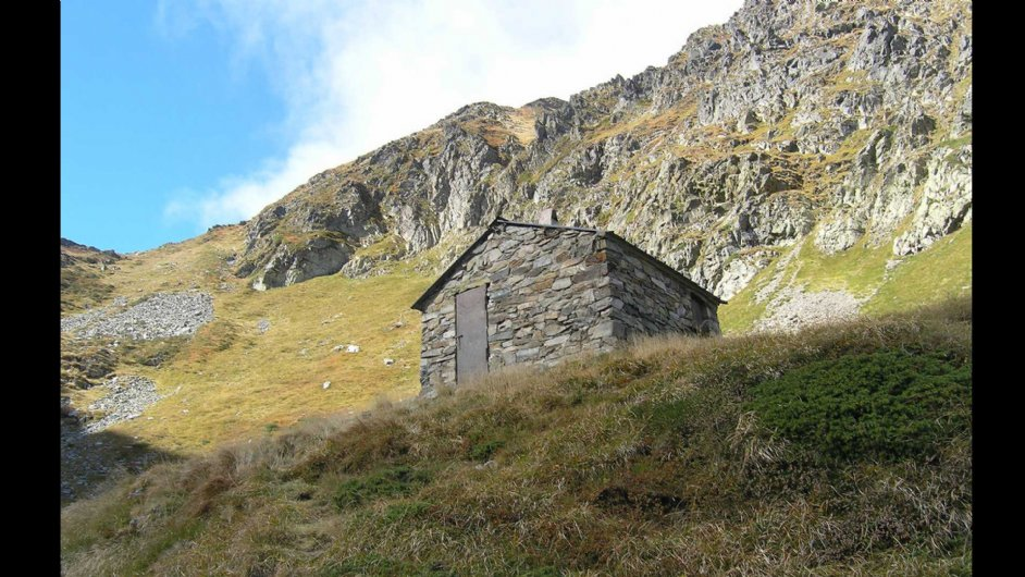 Shepherd's hut of Marterat in the valley of Ustou